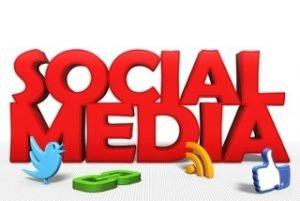 """""""Social Media"""" in roter Schrift und Logos von bekannten social media Seiten"""