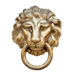 Türklopfer in der Form eines Löwenkopfes