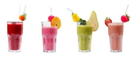 Die 4 Instrumente des Marketing-Mix' dargestellt anhand von vier verschiedenen Cocktails.