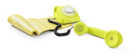 Gelbe Seiten und ein gelbes Telefon