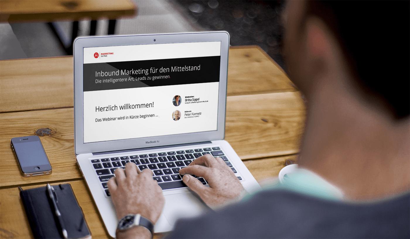 Die passende Ausstattung für die Teilnahme am Webinar steht bereits auf dem Schreibtisch: Mehr als einen Computer mit Internetzugang braucht es nicht. Foto: Marketing im Pott/Pixabay