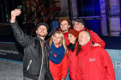 Auch Teamfotos mit den Radio Bochum-Mitarbeitern waren drin. Foto: Westfunk