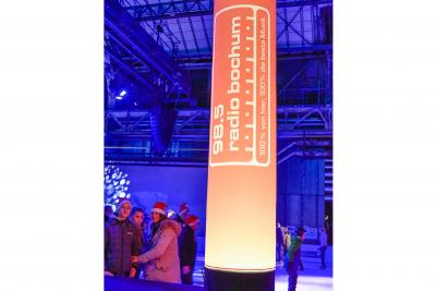 Leuchtsäulen mit Radio Bochum-Logo bringen Stimmung. Foto: Westfunk