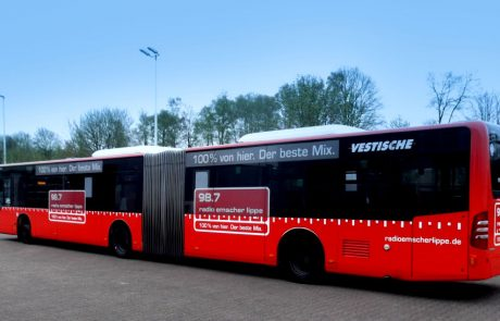 """Der """"Vestische"""" Bus mit Branding von Radio Emscher Lippe. Foto: Westfunk GmbH & Co. KG."""