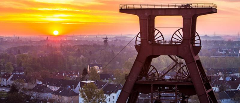 """Wahrzeichen der Metropole Ruhr: Der """"Zollverein""""-Doppelbock. Er steht auch für die Transformation von der Kohle zur Kultur, der neuenj, nachhaltigen DNA des Reviers. Foto: Zollverein / Jochen Tack"""