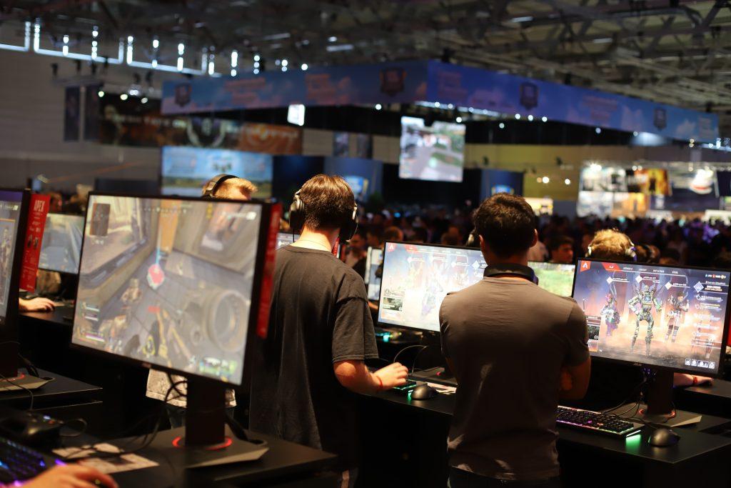 Videospiele sind ein riesiger Wirtschaftsmarkt. Daran gemessen ist das In Game-Advertising, die Werbung in Videospielen, seinem Hype nicht gerecht geworden. Noch nicht. Foto: Magnus/Unsplash
