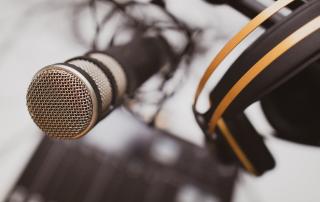 Podcasts sind ein Trendmedium: Immer mehr Unternehmen bauen in ihrem Marketing-Mix auf Audioformate. Foto: Jonathan Farber / unsplash.com