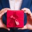 Mithilfe von originellen Give-Aways können Sie im Gedächtnis Ihrer Kunden bleiben. Bild: iStock.com/KCHANDE