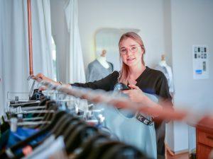 """Anna Termöhlen legt bei ihren Entwürfen viel Wert auf Wandlungsfähigkeit. """"Ein Kleidungsstück sollte nicht den Anlass vorgeben, zu dem es getragen werden kann."""" Foto: Ingo Otto / FUNKE Foto Services"""