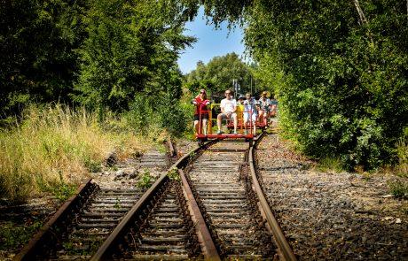 Zwischen Kleve, Kranenburg und Groesbeek (Niederlande) fährt seit dem 27. April 2008 die Grenzland-Draisine. Angeboten werden zwei Etappen (5,5 Kilometer von Kranenburg nach Groesbeek/NL und über 10 Kilometer von Kleve nach Kranenburg) auf dem aktuell stillgelegten Abschnitt der linksniederrheinischen Strecke. Foto: FUNKE Foto Services