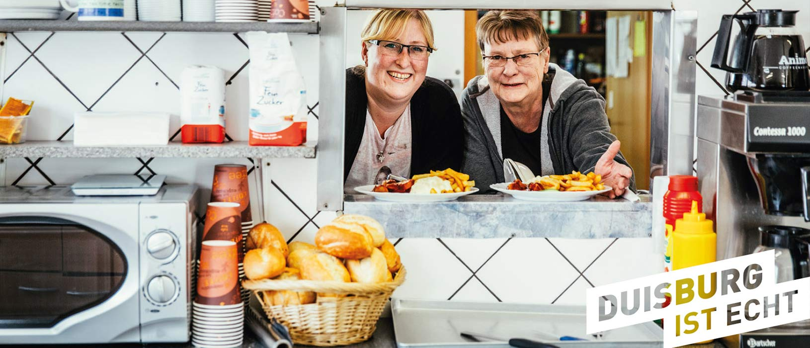 Auch diese beiden Damen vom Grill sind echte Duisburger Botschafterinnen und zieren eines der vielen Postkartenmotive, mit denen das Image der Stadt in die ganze Welt verschickt werden kann.