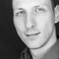 Marcel Gabor ist Wirtschaftspsychologe und im Marketing einer Softwarefirma tätig. Darüber hinaus ist er Dozent für an der Fachhochschule für Ökonomie und Management (FOM) und berät Firmen bei Themen der Conversionoptimierung