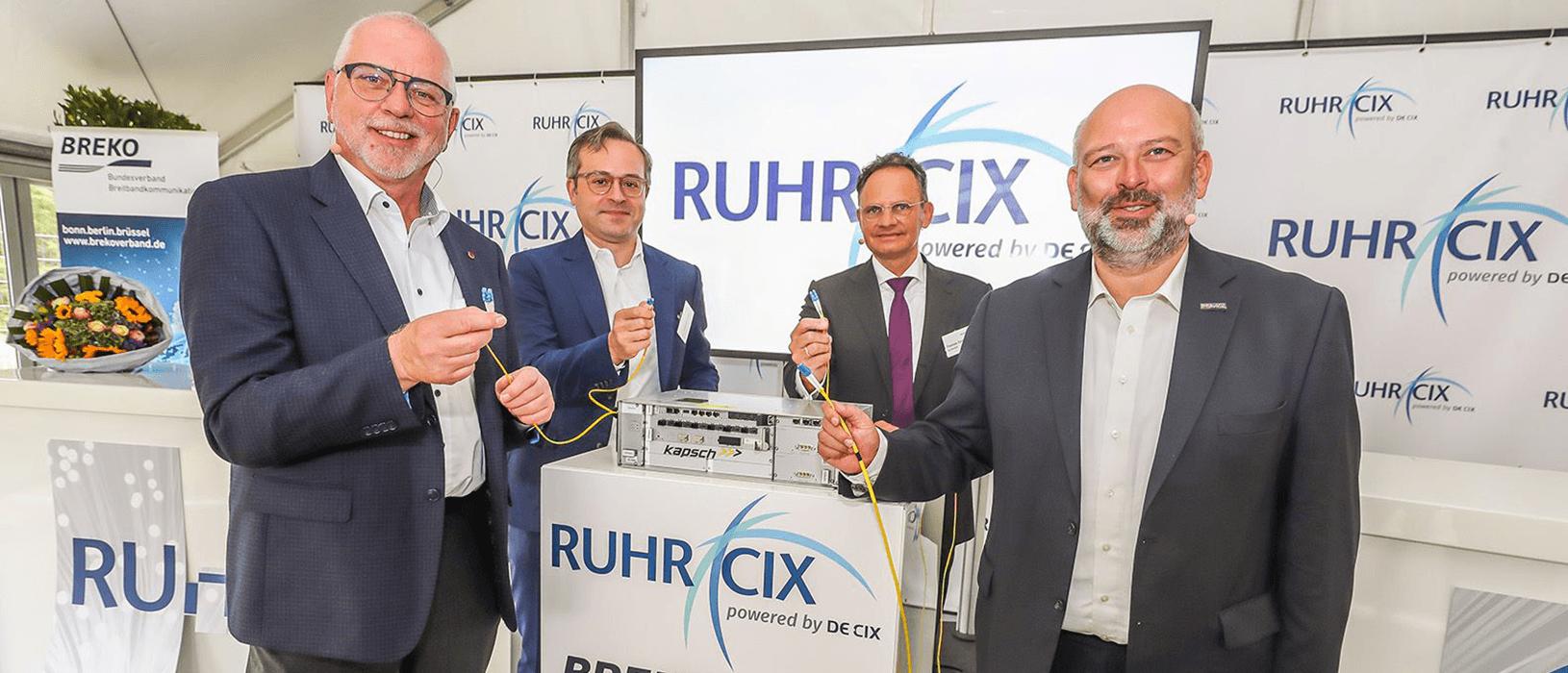 Startschuss für den Ruhr-CIX: Der Netzknoten soll auch das Wirtschaftswachstum im Ruhrgebiet beschleunigen und für KMU neue Möglichkeiten bieten. Foto: DOKOM21